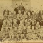 Classe de garçons, à Altiani vers 1900.