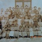 Classe de jeunes filles à Altiani. Début du 20ème siècle.