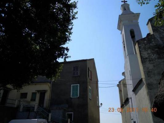 Le clocher face à l'ancien couvent des