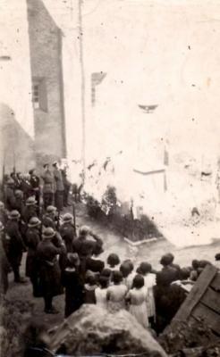 14 juillet 1940. Prise d'armes sur la place du choeur.