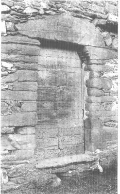 Porte droite, typique de Corse  (ici à Altiani).
